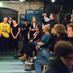 New Performance Turku Festivalin avajaiset keräsi paikalle kaikkiaan noin yhdeksänkymmentä performanssi- ja esitystaiteesta kiinnostunutta.