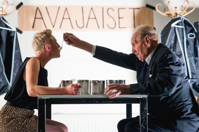 Illan kolmantena esityksenä nähtiin Venla Luoman ja Armas Suomen Avajaiset.